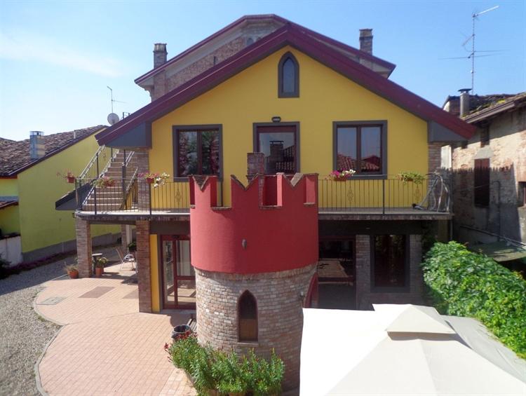 established hostel bar restaurant - 4
