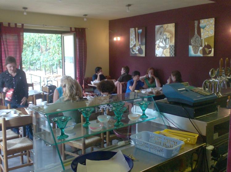 established hostel bar restaurant - 7