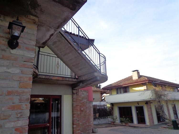 established hostel bar restaurant - 5